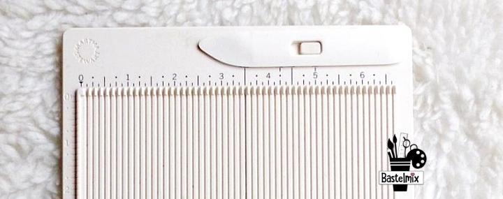 Mini Falzbrett: Das Martha Stewart Mini Scoring Board - ein praktischer Helfer für den Schreibtisch.