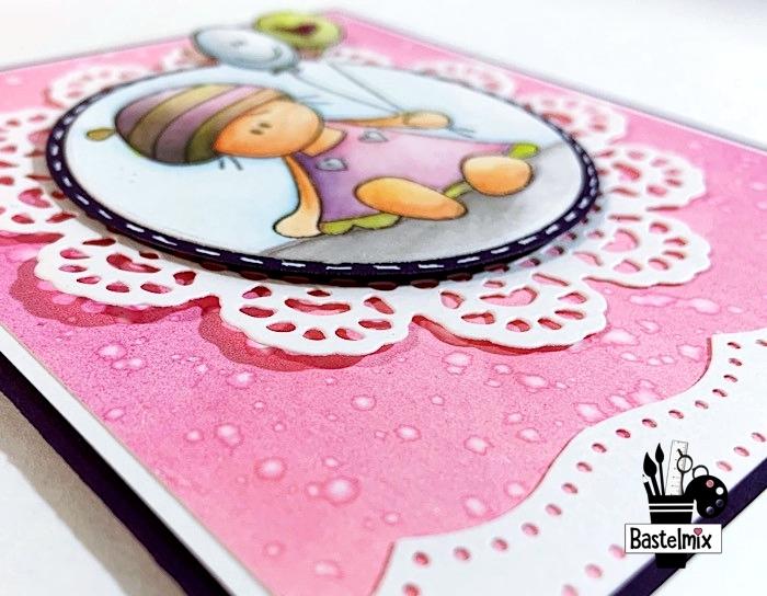 Babykarte für ein Mädchen in rosa mit Gelli Plate Hintergrund