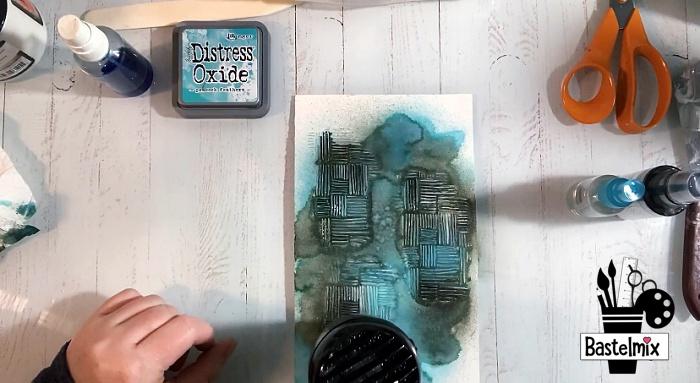 Distress Ink Mixed Media auf Karte trocknen mit Tim Holtz Fön