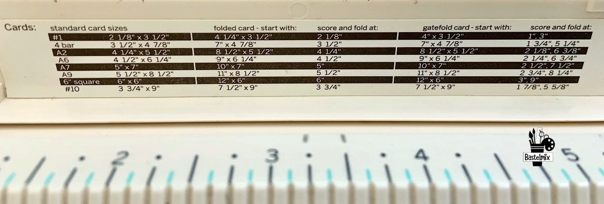 Standardgrößen für Karten und Boxen im Martha Stewart Falzbrett.