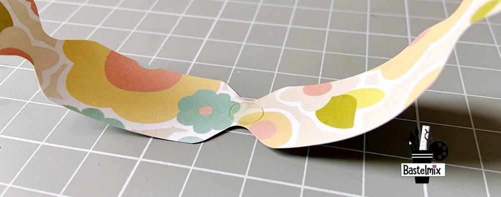 Glue Dot auf Papier