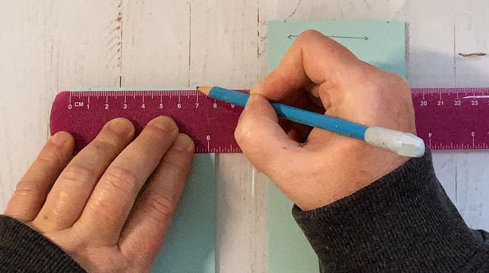 Markierungen auf Papier anbringen