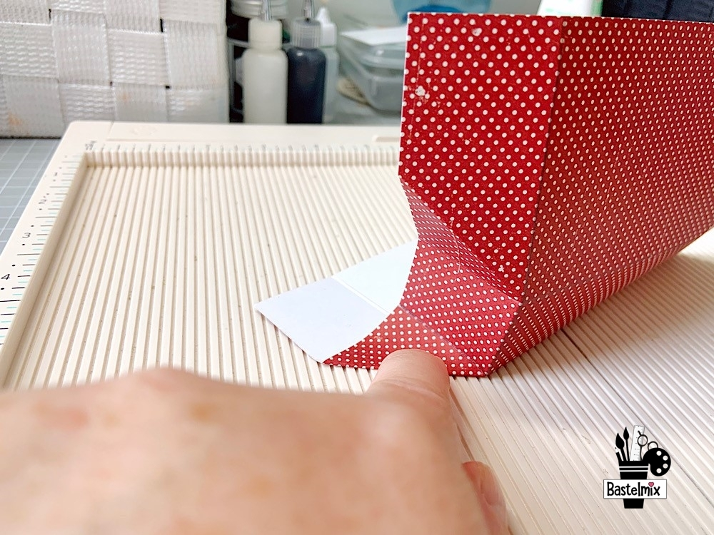 Kleine Geschenktaschen basteln aus Papier, Anleitung