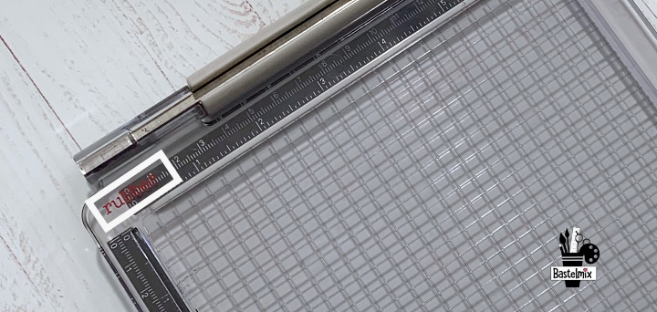 Die unterschiedlichen Deckelseiten bestimmen, mit welchem Stempel gestempelt wird.
